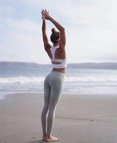 Stretch it out. @the_southern_yogi in the Power Crop & Lean Legging. #aloyoga #beagoddess #regram #Regram via @rehwaldstore