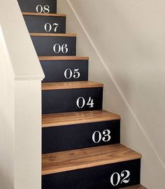Escalier peinture noir chiffres / stenciled numbers on plywood / nailed to their stair risers (painted Black Suede by Behr). Black Painted Stairs, Painted Stair Risers, Painted Staircases, Black Stairs, Basement Stairs, House Stairs, Paint Stairs, Redoing Stairs, Staircase Painting