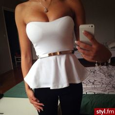 White Peplum Strapless Top W/ Gold Belt Looks Chic, Looks Style, Style Me, Look Fashion, Fashion Beauty, Womens Fashion, Look 2015, White Peplum, White Bustier