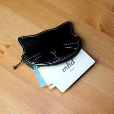 猫モチーフの本革コイン&カードケース / tama -black- 小銭入れ・コインケース mhd 通販|Creema(クリーマ) ハンドメイド・手作り・クラフト作品の販売サイト Leather Accessories, Leather Jewelry, Leather Craft, Leather Keychain, Leather Wallet, Leather Bag Pattern, Leather Bags Handmade, Small Leather Goods, Leather Working