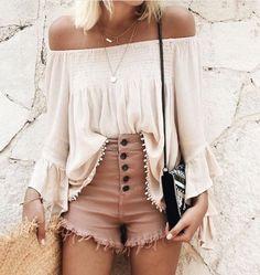Blusa hombro blanco pntalon alto boton negro marrón bolso negro
