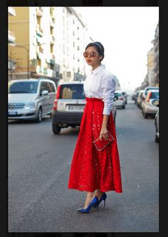 beautiful red lace skirt and blue pumps Lace Maxi, Lace Skirt, Red Skirts, Long Skirts, Modest Skirts, Maxi Skirts, Vogue, Style Snaps, Facon
