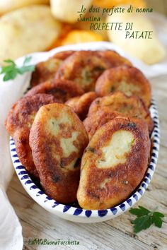 polpette di patate Middle East Food, Friend Recipe, Tasty, Yummy Food, Food Humor, Vegetable Dishes, Street Food, Italian Recipes, Appetizer Recipes