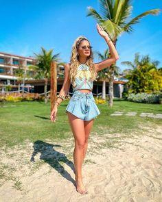 Looks frescos com shorts e sem salto - tem leveza, mas tem estilo Looks Com Short Jeans, Look Con Short, Basic Outfits, Summer Outfits, Bermudas Fashion, Boho Shorts, Jean Shorts, Daisy Duke Shorts, Denim Outfit
