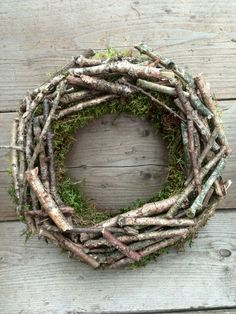 Spring Wreath – lots of ideas in my head for how to embellish – Fall Wreath İdeas. Wreaths And Garlands, Xmas Wreaths, Easter Wreaths, Wreaths For Front Door, Door Wreaths, Twig Crafts, Driftwood Crafts, Moss Wreath, Grapevine Wreath