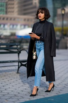 Although you likely own a handful of vintage jeans, styling them in an elevated way isn't the easiest of tasks. The next time you draw a blank when piecing together an outfit, look towards Kat Graham for a quick lesson on how to style vintage jeans… Street Style Outfits, Looks Street Style, Mode Outfits, Looks Style, Winter Outfits, Fashion Outfits, My Style, How To Style, Black Style