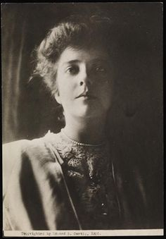 Alice Roosevelt, daughter of President Theodore Roosevelt. Studio photograph from 1904 Alice Roosevelt, Roosevelt Family, Theodore Roosevelt, Eleanor Roosevelt, Us History, American History, I Love America, Teenage Years, Female Portrait