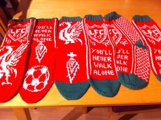 My boyfriend is Liverpool-fan. Since I couldn't decide, I knitted 3 pair of socks Liverpool Fans, My Boyfriend, Needlework, Knitting, Tattoos, Dressmaking, Tatuajes, Couture, Tricot