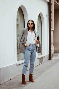 How to wear Jeans to work   Mom Jeans   Checked Blazer   White Button-Up Blouse   Fashionnes