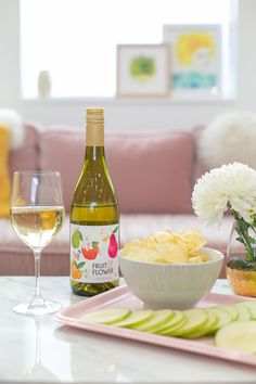 Wine and snack pairings are so fun to put together! Check out these amazing wines and our recommendations for the perfect snack for each. Bookmark these for your fall wine nights (or any season!).
