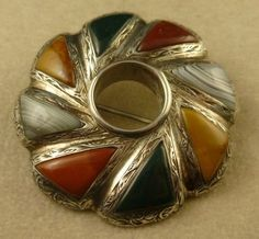 VICTORIAN SCOTTISH SILVER MIXED AGATE BROOCH 1880