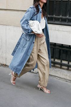 Stylish Spring Outfit — Denim Trench Coat, White Cami Top, Khaki Panta, Bottega Veneta Pouch, and White The Row Sandals Denim Trench Coat, Trench Coat Outfit, Duster Coat, Trench Jacket, Street Style Chic, Looks Street Style, Spring Outfits, Trendy Outfits, Fashion Outfits