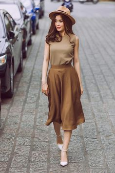 New dress fashion street hats Ideas Casual Fall Outfits, Simple Outfits, Classy Outfits, Jw Moda, Skirt Fashion, Fashion Dresses, Effortlessly Chic Outfits, Stylish Clothes For Women, Looks Chic