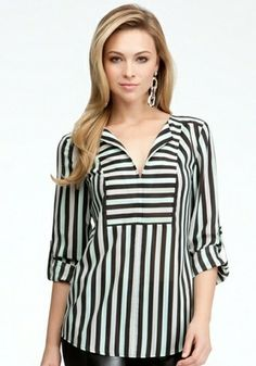 bebe Tricolor Stripe V-neck Tunic Woven Tops Tri Color St. Blouse Styles, Blouse Designs, Hijab Fashion, Fashion Dresses, Hijab Stile, Mode Hijab, Dress Patterns, Shirt Blouses, Clothes For Women