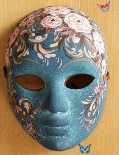 Cet article n'est pas disponible Masque visage peint, fond bleu travaillé, décor roses  de la boutique AtelierGuigue sur Etsy<br> Carnival Makeup, Carnival Masks, Vintage Clown, Mask Painting, Masks Art, Venetian Masks, Creative Makeup, Mask Design, Makeup Inspo