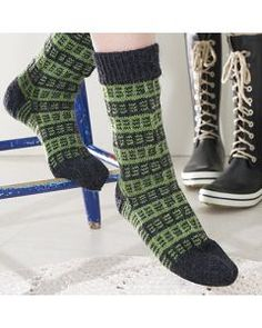 Warm Socks, Slouchy Hat, Knitting Socks, Yarn Crafts, Leg Warmers, Mittens, Knit Crochet, Knitting Patterns, Slippers