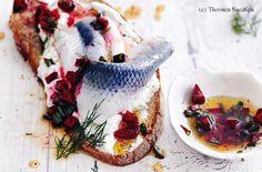 Geröstetes Brot mit Russen und Rote-Rüben-Vinaigrette Vinaigrette, Snacks, Panna Cotta, Fish, Ethnic Recipes, Brot, Cooking, Food Food, Recipies