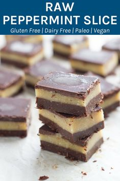Raw peppermint slice is one of the yummiest raw slices ever! It is made with three awesome layers and infused with peppermint essential oil. Healthy Sweet Treats, Healthy Dessert Recipes, Healthy Baking, Healthy Desserts, Raw Food Recipes, Sweet Recipes, Paleo Treats, Health Recipes, Healthy Foods