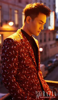 Wang Kai Studio Official/Deshe and Dior Homme recently uploaded some of Wang Kai's Paris fashion shoot for Grazia. Photography: 柳宗源, Design: Ming-日月, Hair and Make-up: 東田造型奕行-郭继闯 . I really love the black and white series and especially the one with Wang Kai smiling. Which ones are your favourites? Let us know in the comments section below. Sources: 1, 2