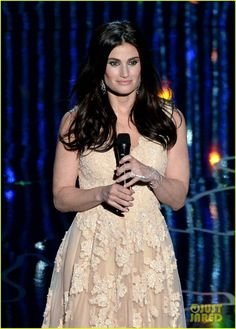 Frozen's Idina Menzel Performs 'Let it Go' at Oscars 2014 (Video)