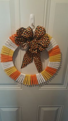 Clothes Pin Wreath, Clothespins, Candy Corn, Baby Pictures, Halloween Crafts, Wreaths, Fall, Crochet, Projects