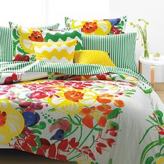 Like a scene from a summertime dream, you can sleep tucked away in a glorious garden of lush leaves and fresh flowers with the Marimekko Ursula Duvet Set. Sweet peas, poppies and peppergrass are just s King Duvet Set, Queen Duvet, Duvet Sets, Duvet Cover Sets, Marimekko Bedding, Moda Floral, Buy Bed, Bedding Collections, Decoration