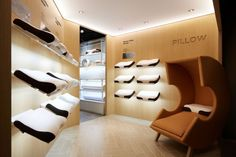 bedding store - As a specialized product retailer that believes sleep is the foundation of good health, CALMA's bedding store design in South Korea reminds h. Retail Interior, Office Interior Design, Visual Merchandising, Beddinge, Clinic Design, Relaxation Room, Showroom Design, Retail Store Design, Bedding Shop
