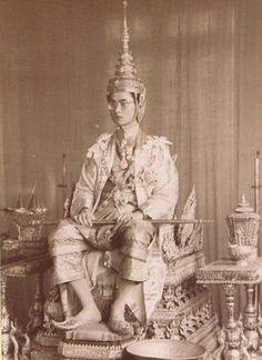 เมื่อ5พ.ค.2493 พระบาทสมเด็จพระปรมินทรมหาภูมิพลอดุลยเดช ทรงประกอบพระราชพิธีบรมราชาภิเษก #วันฉัตรมงคล