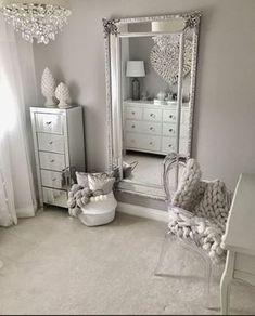 Traumzimmer 50 beautiful bedroom mirror ideas can improve your bedroom Your Own Home Interior Ideas Bedroom Sets, Home Decor Bedroom, Bedroom Mirrors, Design Bedroom, Mirrored Bedroom Furniture, Silver Bedroom Decor, King Furniture, Spare Bedroom Ideas, Bedroom Inspo Grey