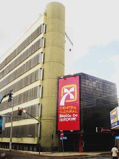 Na foto, a fachada do Centro Cultural Banco do Nordeste Cariri, que foi inaugurado em 20 maio de 2006. A biblioteca do CCBNB Cariri também foi inaugurada neste dia.  Foto disponível em: www.oberronet.blogspot.com