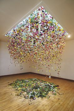 """Interview: Floral Installations Transform Gallery Spaces Into Immersive Indoor Gardens Hanging Flowers Installation Art by Rebecca Louise Law.The Hated Flower"""", Coningsby Gallery, London Art Floral, Deco Floral, Flower Installation, Artistic Installation, Projection Installation, Art Installations, Instalation Art, Hanging Flowers, Hanging Art"""