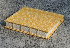 Tamanho: 11x13  Páginas:200 páginas sem pauta  Acabamento : Tecido com fechamento de elástico  Miolo: Reciclato 75g. R$ 12,00