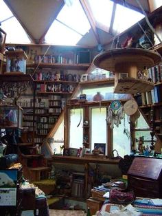 Oh my oh my... I'd never be cool enough to have this house, or zen enough not to be stressed by the clutter, but maaaan... I wish I could! :)