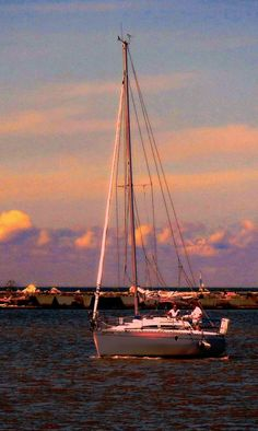 """Challenge: """"Boats, Ships, Yachts, Schooners Etc.."""" Aug. 31- Sept. 5th 2020 Boat Storage, Lake Powell, Sail Boats, Sunset Photos, Family Dogs, Mykonos, Fishing Boats, Yachts, Photo Contest"""