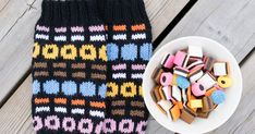 Crochet Chart, Diy Crochet, Mittens, Knitted Hats, Knitting Patterns, Socks, Winter Hats, Cross Stitch, Diy Crafts
