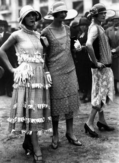 vintage everyday: 50 Fabulous Vintage Photos That Show Women's Street Style from… 1920 Style, Style Année 20, Flapper Style, Flapper Girls, Gatsby Style, 1930s Fashion, Retro Fashion, Vintage Fashion, Vintage Outfits