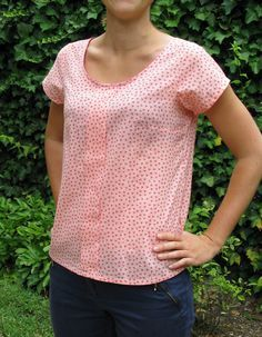 Still a good plan of the web, the free pattern of the top Sorbetto of Collette Patterns, to do. Colette Patterns, Sewing Blouses, Women's Blouses, Paris Chic, Creation Couture, Couture Sewing, Couture Tops, Blouse Styles, Top Pattern