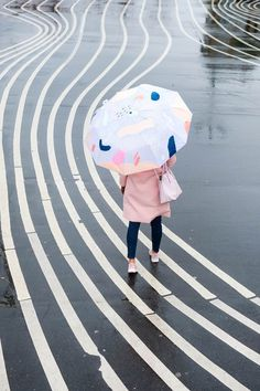 DIY Abstract Umbrella by top Houston lifestyle blogger, Ashley Rose of Sugar and Cloth #diy #umbrealla #winter #style