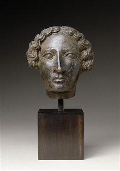 Tête de femme appartenant probablement à une statuette, Vers 460-450 avant J.-C.; Etrurie, Chiusi; Bronze, H.: 8.5 cm | Musée du Louvre