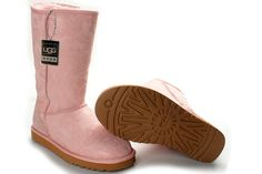 The womens Classic Tall boot is one off UGG® Australia's most iconic silhouettes. Featuring genuine Twinface sheepskin and our signature UGG® woven label. Have fun with your style and wear the boot uncuffed up or cuffed down exposing the shearling. All boots in our Classic Collection feature a soft foam insole covered with genuine sheepskin and have a light and flexible molded EVA outsole designed for amazing comfort with every step.    This style tends to run a size large. We recommend…