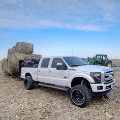 Lifted F250 doin' WORK