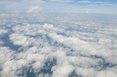 Schäfchenwolken von oben betrachtet  Die Ähnlichkeit mit dem Fell eines Lammes ist wirklich auffallend.  Und ob Schäfchen oder Wolke: beide zeichnet eine sanfte, schlichte Schönheit aus.