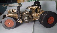 Modelo Mad Max, 25 cm, madeira reciclada pinus, rodas de MDF, verniz Esqueff