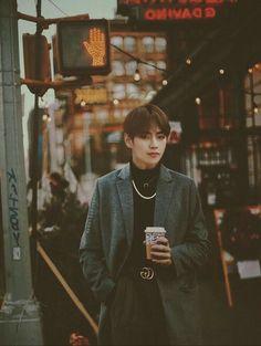 Pay attention to the gucci belt - BTS - Info Korea Daegu, Foto Bts, Billboard Music Awards, Wattpad, Kpop, V Bts Wallpaper, Iphone Wallpaper, Kim Taehyung, Taehyung Fanart