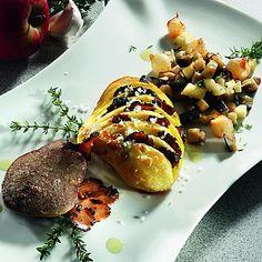Entenleber mit Trüffel-Kartoffelfächer und Apfel-Ratatouille