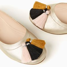 Image 2 of TASSELLED LEATHER BALLET FLATS from Zara