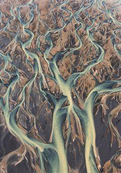 Le concours photo du National Geographic dévoile chaque année d'époustouflants clichés révélant toute la splendeur de notre planète. SooCurious vous a sélectionné 15 sublimes photos aériennes issues des participants &agra...