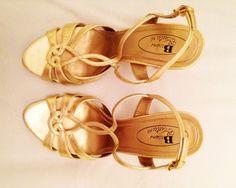 Sandales à talons http://www.videdressing.com/sandales-a-talons/browns-couture/p-3865211.html?&utm_medium=social_network&utm_campaign=FR_femme_chaussures_sandales__nu_pieds_3865211