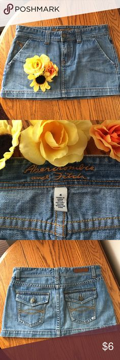 Abercrombie and Fitch mini skirt size 4 Abercrombie and Fitch size 4 mini skirt ! It's in excellent condition and don't forget when you buy 2 or more from my closet you save on shipping so bundle bundle bundle ☀️ Abercrombie & Fitch Skirts Mini
