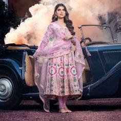 Party Wear Indian Dresses, Dress Indian Style, Indian Wedding Outfits, Indian Outfits, Patiala Suit Designs, Kurti Designs Party Wear, Dress Designs, Punjabi Suits Designer Boutique, Indian Designer Suits